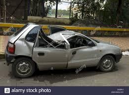 maruti zen car damaged in accident at shivaji park dadar mumbai