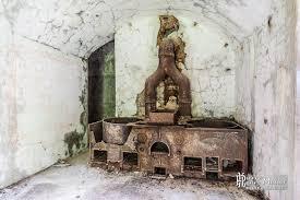 fourneaux de cuisine fourneaux rouillés dans la cuisine du fort du portalet boreally