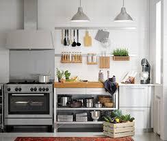 ikea edelstahl küche nahaufnahme einer rimforsa werkbank aus edelstahl und bambus mit