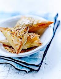 cuisine au miel tyropitas à la feta sésame et miel ou chaussons au fromage