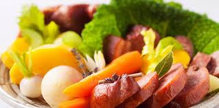 comment cuisiner la saucisse de morteau saucisse de morteau chou vert frisé et légumes facile recette