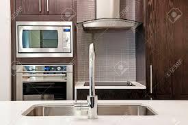 cuisine de luxe moderne intérieur de cuisine de luxe moderne avec comptoir de et des