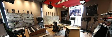 Studio Homes Canadian Dj And Producer Deadmau5 Is All About Customizing