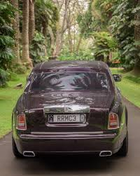 roll royce maroon rolls royce phantom a cut above other cars road tests driven
