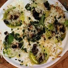 comment cuisiner des escargots comment cuisiner escargots cuits au roquefort