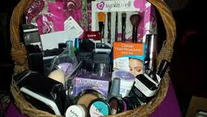 makeup gift baskets free woman s beauty gift basket brand new eye makeup listia