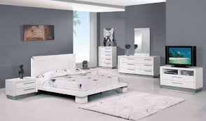 White High Gloss Finish Modern Platform Bedroom Set - Contemporary platform bedroom sets