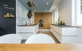 weiße küche mit holz 6 einrichtungsideen und küchenbilder für moderne holz küchen