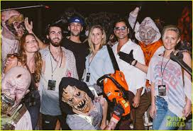 group discounts for halloween horror nights luke evans u0026 zoe saldana check out the frights at universal u0027s