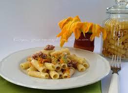 primo piatto con fiori di zucca pasta fiori di zucca e salsiccia ricetta ricette italiane