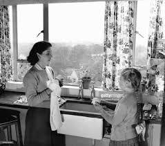 mere et fille cuisine ménagère pictures getty images