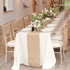 chemin de table mariage chemin de table en jute en location fleurs et déco