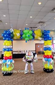 Buzz Lightyear Centerpieces by 11 Best Parties By Garrett Balloon Arches Images On Pinterest