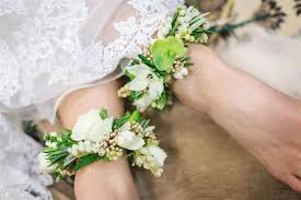 wrist corsage ideas 10 creative beautiful alternative bridesmaid bouquets chic