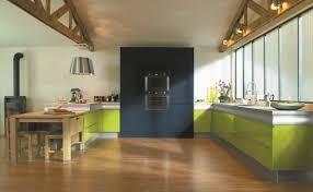 cuisine atypique quand la cuisine aménagée suit les tendances du mobilier le