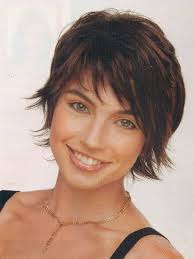haircut for wispy hair above the shoulders wavy hair with side swept bangs hair