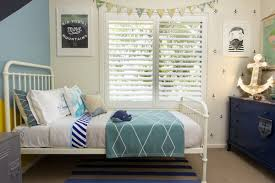 choosing metal bed frame for vintage and antique look home