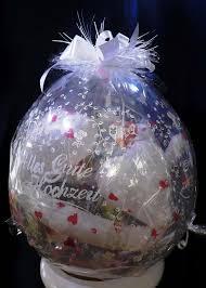 geschenke zum 1 hochzeitstag fã r mã nner abgehobene geschenke ballons und ballondekorationen
