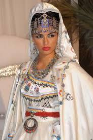 robe algã rienne mariage algérienne en robe berbère usages vêtements du monde