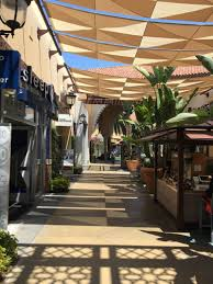 Outdoor Entertainment - streetscape shading encourages outdoor shopping and entertainment