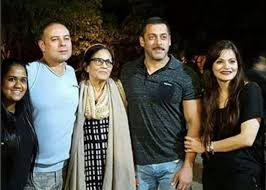 salman akshay celebrate new year with family