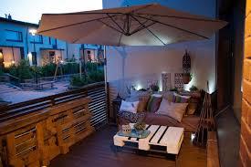 mit europaletten wohnideen holzpaletten balkon sichtschutz nowaday garden
