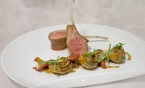cuisiner un carré d agneau recette de carré d agneau rôti au sautoir par alain ducasse
