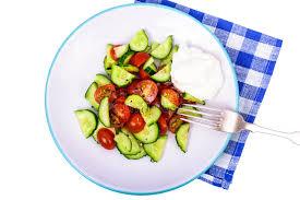 cuisine legere et dietetique consommation saine salade diététique légère des concombres et des