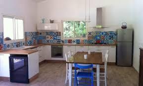 cuisine blanche et bleue cuisine blanche et bleue top indogatecom cuisine blanche mur bleu