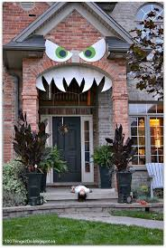 best 25 halloween front porches ideas on pinterest halloween diy monster face for your front porch this would be awesome if i had a front porch like this