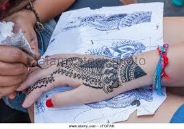 henna artist stock photos u0026 henna artist stock images alamy