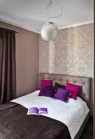 schlafzimmer lila schlafzimmer ideen gestaltung farben beige braun tapete damask