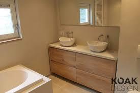 koak badkamer meubel van massief eiken hout en ikea kasten wit