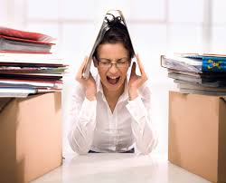 femme bureau femme stressee bureau crise daily