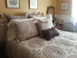 queen bed pillows healdsburg b b inn haydon street inn sunset room sonoma wine