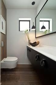 toilette sous escalier idée déco toilette moderne classique élégante ideeco