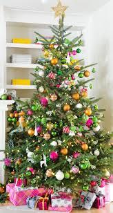 raspberry and yellow christmas tree féerie et magie de noël