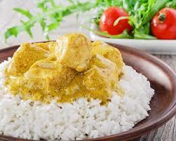 cuisiner du riz blanc recette curry de blanc de poulet au lait de coco et au riz thaï