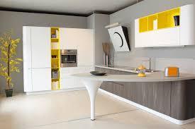 cuisine moderne jaune cuisine moderne blanche et jaune coloré photo stock image du métal