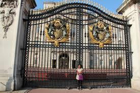 How Many Bathrooms In Buckingham Palace by Ten Interesting Facts About Buckingham Palace