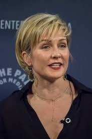 amy carlson hairstyles on blue bloods file amy carlson at paleyfest 2014 jpg wikimedia commons