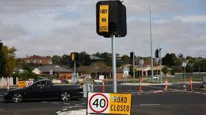 traffic lights not working traffic lights at waurn ponds intersection remain inactive for