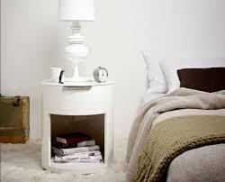 nachttischle design wunderschön nachttisch rund weiß lackiert mit einer schublade und