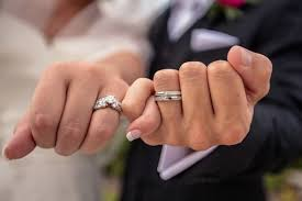 cost of wedding bands engagement ring vs wedding ring what s the difference