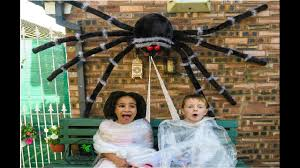 giant mom spider attacks u0026 boy halloween nightmare freaky