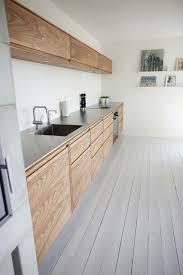 placage meuble cuisine une cuisine en longueur où le seul luxe est le placage bois des