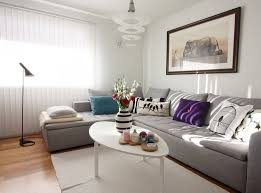 coussin sur canap gris design interieur déco salon canape gris coussins table basse