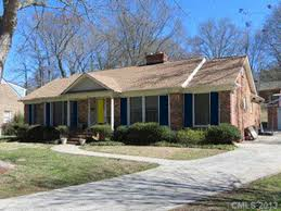 Blue House With Red Door Am Going To Live In A Yellow House One Day Benjamin Moore Weston