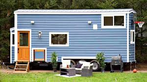 kids will love this tiny house w outdoor basketball hoop 2