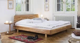 chambre a coucher chene massif moderne lit chêne massif style contemporain